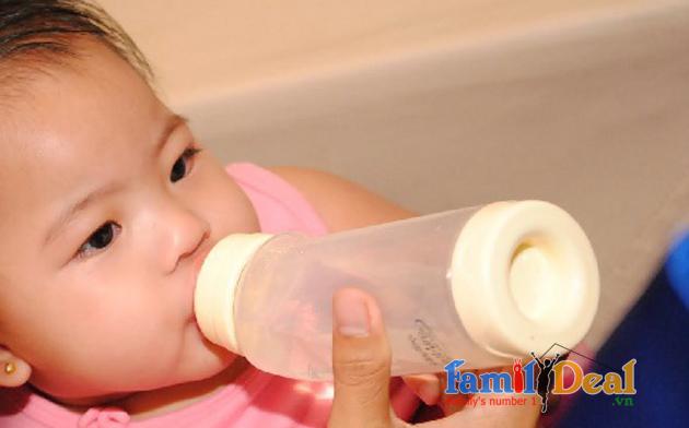 Bình sữa cổ cong PLAYTEX