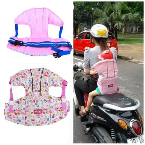Đai an toàn xe máy đỡ cổ bé