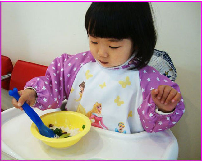 Yếm áo ăn bột Disney cho bé