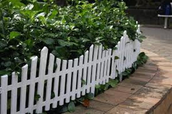 Hàng rào nhựa trang trí